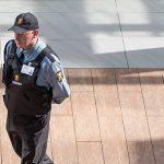Agentes de segurança no shopping