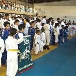 Judocas de várias idades participam de competição